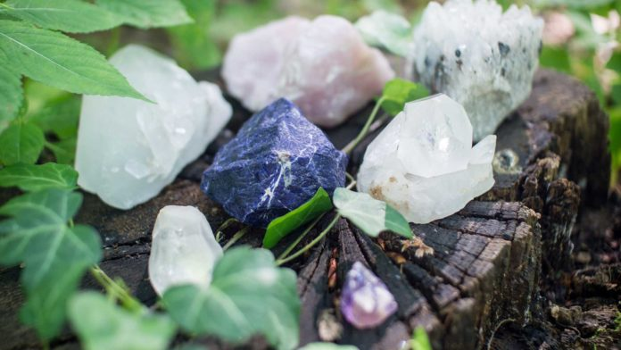Four-Best-Crystals-for-Positive-Energy-&-Happiness-on-highqualityblog